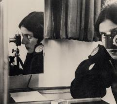 lse Bing, Self-Portrait, 1931.